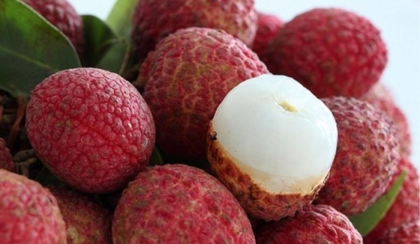 DELICIOUS-FRESH-LYCHEE-HIGH-QUALITY