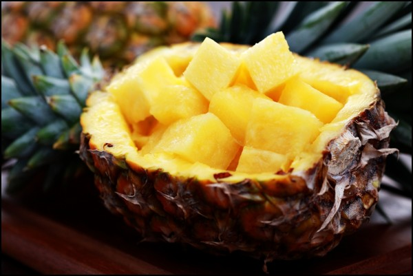 Fresh-pineapple-ready-to-be-served